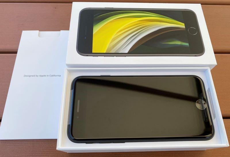 届いたiPhoneSE(第二世代)を開封時の状態