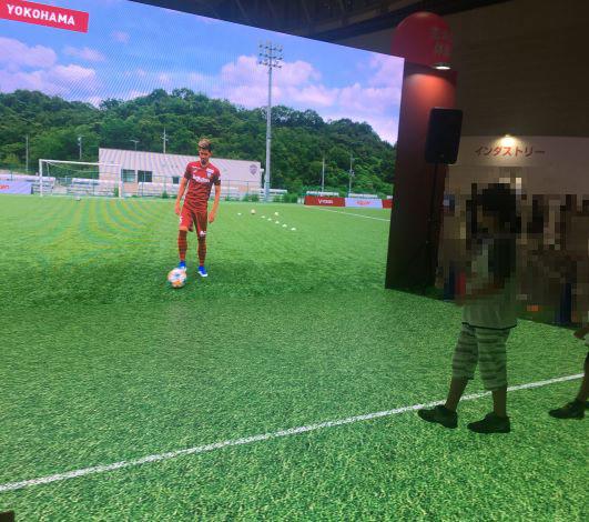 横浜から神戸にいる選手と5Gを使ってパス練習ができるというイベントを楽天OPTIMISMで体験_2